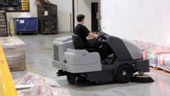 Como realizar limpeza de piso em indústrias