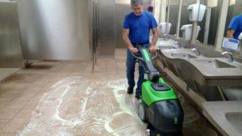Por que utilizar lavadoras de piso em sua empresa